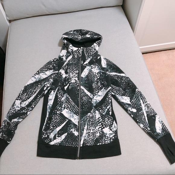 95% new Lululemon think jacket 🧥